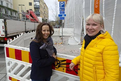 Toimitusjohtaja Reija Paakkinen ja kauppias Piia Marjamaa Tampereella 3. toukokuuta.