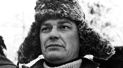 Paavo Pentikäinen naapurin Reiskan roolissa elokuvassa Kahdeksan surmanluotia
