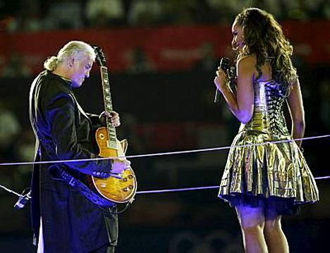 Kitaristilegenda Jimmy Page alkaa työstää uutta materiaalia Led Zeppelinille. Mies esiintyi Leona Lewisin kanssa Pekingin olympialaisten päättäjäisissä.