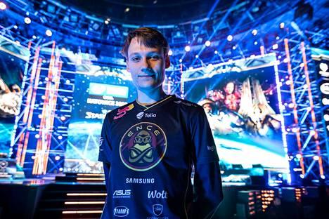"StarCraft II -pelaaja Joona ""Serral"" Sotala edustaa ENCE-organisaatiota."