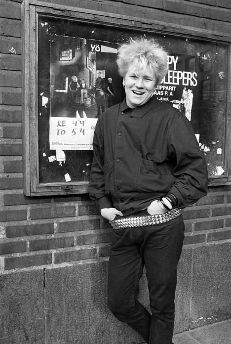 Kuvassa Olli Lindholm 4. huhtikuuta 1984. Yö-yhtyeen ensimmäinen albumi ilmestyi vuotta aiemmin.