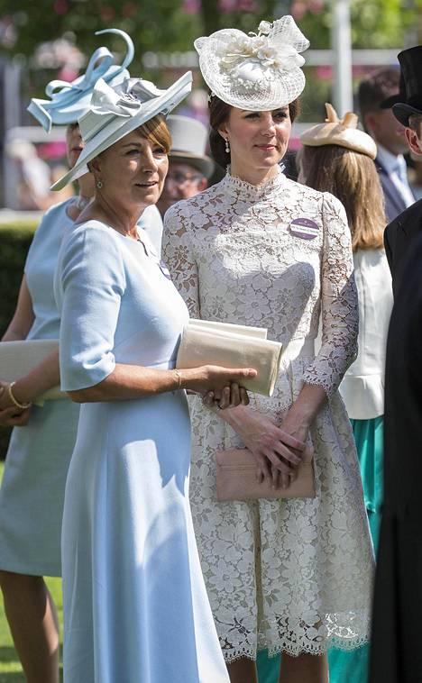 Herttuatar Catherinen äiti Carole Middleton on joutunut myrskyn silmään.