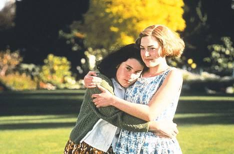 Winslet sai ensimmäisen elokuvaroolinsa Peter Jacksonin ohjaamasta elokuvasta Taivaalliset olennot - Heavenly Creatures.