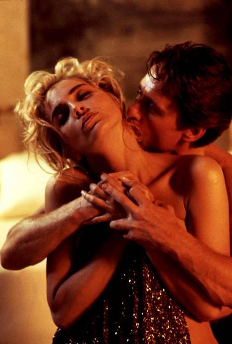Sharon Stone kuvasi useita intiimejä kohtauksia vastanäyttelijänsä Michael Douglasin kanssa.