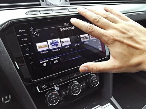 Kättä tottelevalla eleohjauksella voi vaihtaa vaikkapa radiokanavaa.