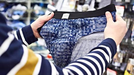 Lahkeeton brief on esimerkiksi Prismoissa toiseksi suosituin tyyli, mutta silti sen myynti on reippaasti vajaa kymmenes kaikesta miesten alushousumyynnistä. Kuvituskuva.