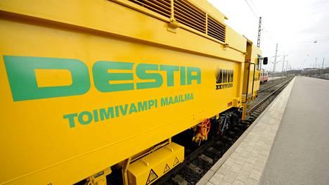 Destia on entinen valtionyhtiö jonka tausta on entisessä Tielaitoksessa.