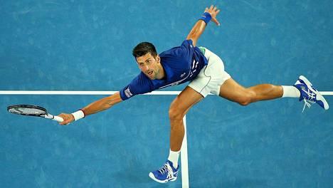 Daniil Medvedev pakotti Novak Djokovicin kolmen tunnin palloralliin
