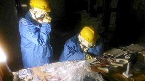 Fukushiman työntekijät työskentelivät ydinvoimalan valvomossa 23. maaliskuuta.
