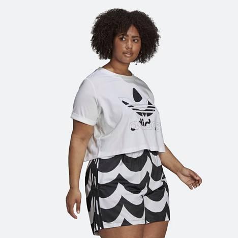 Marimekon ja Adidaksen yhteistyömalliston shortseissa ja t-paidassa isoin koko on Yhdysvalloissa 4X, joka vastaa brändin mittataulukon mukaan numerokokoa 58–60.