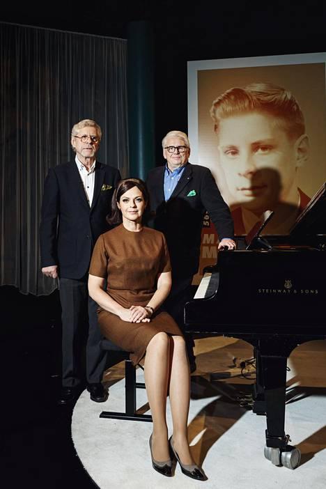 Seppo Hovi, juontaja Anna-Liisa Tilus ja Lasse Lehtinen vetävät uutta ohjelmaa.