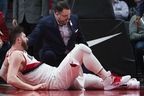"""Karmea loukkaantuminen NBA:ssa – näky sai joukkuekaverin vatsan vääntämään: """"Kaikki muut kääntyivät nopeasti pois"""""""