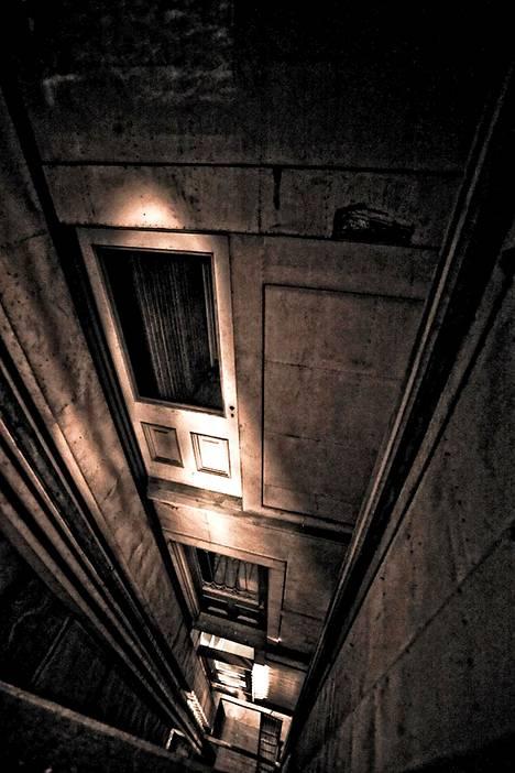 Yksi Winchesterin talon kolmesta hissikuilusta.