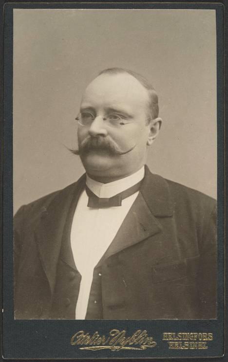 Fritz Arthur Jusélius kuoli vuonna 1930 vuorineuvoksena. Hänen muotopuhdas baltialainen rotuhevosensa ammuttiin heti isännän kuoltua vuorineuvoksen oman toivomuksen mukaisesti.