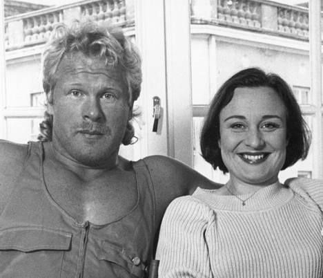 1993: Joka kodin asuntomarkkinoita Hanna Sumari teki yhdessä Jorma Piisisen kanssa.
