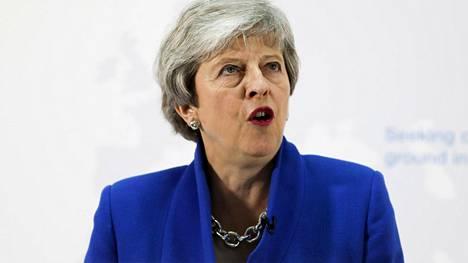 Theresa May saamassa rökityksen omassa puolueessaan – punnan kurssi vajonnut pohjalle
