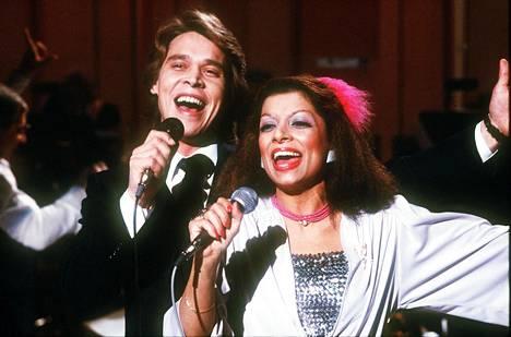 Nisa Soraya nousi tähdeksi Suomessa, kun hän esiintyi Markku Aron kanssa euroviisukarsinnoissa vuonna 1981.
