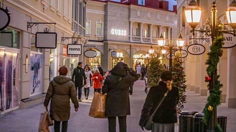 Vaalimaalle avattiin Suomen ensimmäinen outlet-kylä – kuvat: tältä siellä näyttää
