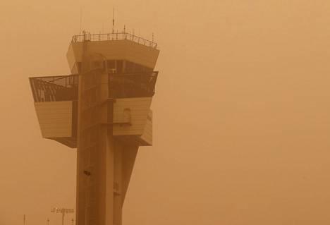 Lennonjohtotorni Las Palmasin lentokentällä.