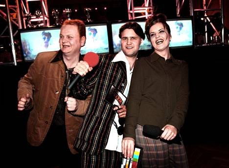 """Antti """"Pizza"""" Pekkarinen, Joonas Hytönen ja Micaela Metso juonsivat Jyrki Video Awards -gaalan vuonna 1997."""