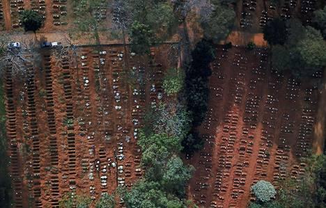 Ilmakuva Vila Formosan hautausmaalta Sao Paulosta 22. toukokuuta 2020.