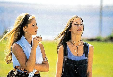 Sarah Michelle Gellar ja Jennifer Love Hwitt näyttelivät 1999 teinikauhuleffassa Tiedän mitä teit viime kesänä.