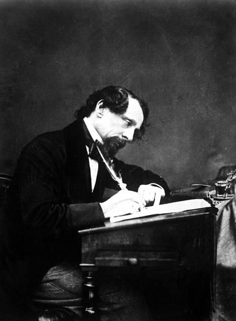 Charles Dickens kirjoitti usein kissa seuranaan.