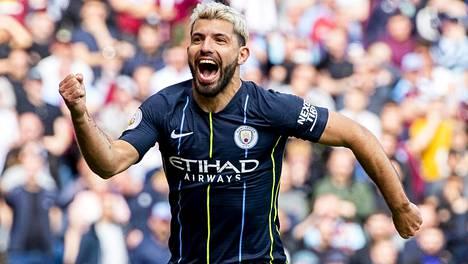 Sergio Agüero teki Manchester Cityn voittomaalin.