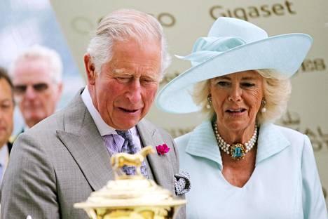 Charles ja Camilla tekivät ennätyskalliin valtiovierailun Karibialle.