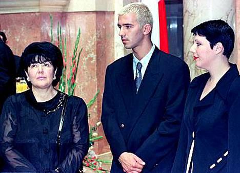 Entisen Jugoslavian johtajan Slobodan Milosevicin Mira-leski ja Marko-poika ovat saaneet turvapaikan Venäjältä.