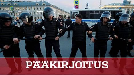 Venäjän opposition kannattajat ovat osoittaneet viime päivinä mieltään paikallisvaalien ehdokasasettelun mielivaltaa vastaan tiukassa poliisivalvonnassa.