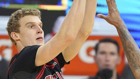 Lauri Markkanen kuvattuna tiistain vastaisen yön NBA-kierroksella.