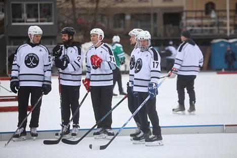 Save Pond Hockeyn joukkueessa oli mukana monta tunnettua ex-jääkiekkoilijaa.