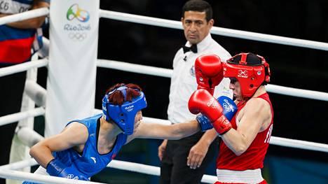 Tokion olympiakisojen nyrkkeilyturnauksen järjestämisessä on ollut suuria vaikeuksia. Riossa kesällä 2016 järjestelyt toimivat, ja Suomi pääsi mitalikantaan Mira Potkosen (oik.) ansiosta.