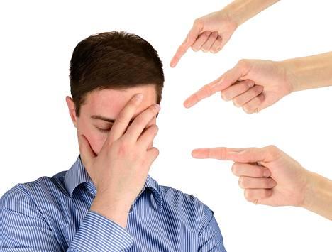 Kiusaajan mielestä on oikeutettua potkia päähän sellaista, joka ei osaa eikä kykene puolustautumaan.