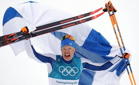 Iivo Niskanen tuuletti voittonsa jälkeen Korean Pyeongchangissa lauantaiaamuna.