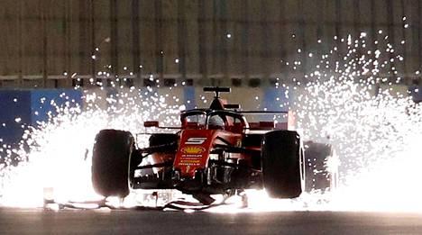 Formula ykkösten jännitysnäytelmä on iso osa Bahrainin vallanpitäjien imagopeliä.