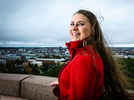 Pitkäaikaisuuden osalta Sari Lounasmeri kertoo olevansa tyypillinen naissijoittaja. Hän lisää, että toisaalta hän omistaa myös miesten suosimia osakkeita kuten vaikkapa metsäkoneyhtiö Ponssea.