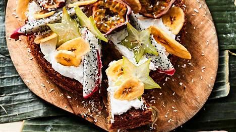 Balilainen banaanikakku on talven juhlien katseenvangitsija.