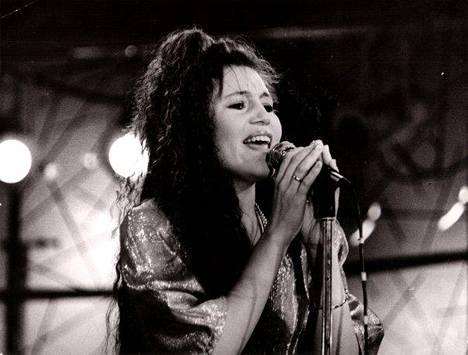 Alisa Manninen vuonna 1989. –Hiukseni eivät ole enää niin hienot, mutta yritän yhä tanssahdella, Alisa nauraa.