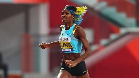 Shaunae Miller-Uibo kuvattuna viime vuoden Dohan MM-kisoissa, joissa hän juoksi 400 metrillä hopealle.