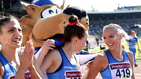 Nooralotta Neziri (vas.), Reetta Hurske ja Annimari Korte (oik.) juoksivat viime elokuussa kolmoisvoittoon 100 metrin aitajuoksussa Tukholman olympiastadionilla.