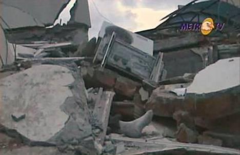 Jopa tuhansia ihmisiä on jäänyt loukkuun maanjäristyksen sortamien talojen alle Padangissa Indonesiassa.