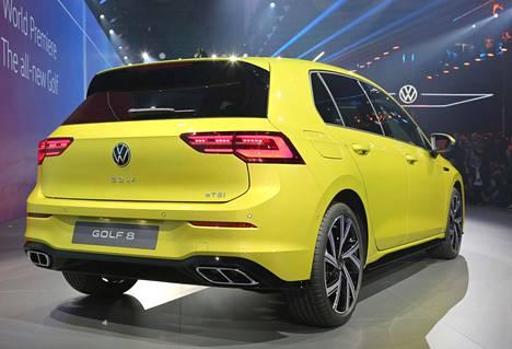 Takaluukku ja takavalot eroavat nykymallista. Volkswagenin uudistunut logo toimii entiseen tapaan takaluukun avausvipuna.