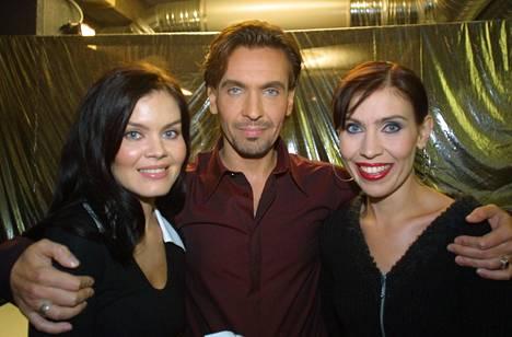 Sisarukset Pinja, Janus ja Anna Hanski vuonna 2001.