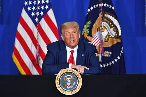 Presidentti Donald Trump osallistui keskustelutilaisuuteen Wisconsinin Kenoshassa, jota koettelivat väkivaltaiset mellakat poliisin ammuttua mustaa miestä selkään elokuussa.