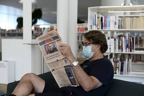 Muun muassa kirjastoissa aletaan vaatia maskin käyttöä.