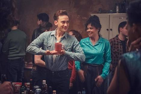 Ritchie (Olly Alexander) ja Jill (Lydia West).