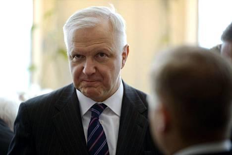 Olli Rehn vaatii Carunan tekemistä sähkönsiirtohintojen korotuksista selvitystä.