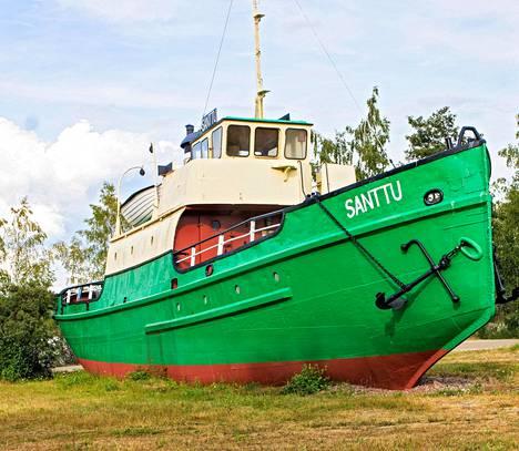 Räpsööläisyydestä ollaan ylpeitä! Reposaari on täynnä merenkulun historiaa, olihan se merkittävä satamakaupunki 1800-luvun lopulla. Siitä kielivät myös kolmikieliset katukyltit.